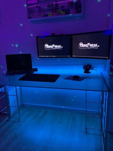 Der Studio Desk